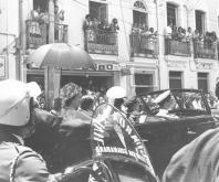 Rainha-Elizabeth-desfilou-pelo-Rio-de-Janeiro-em-carro-aberto-1968
